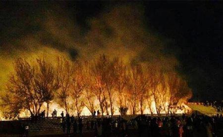 Ngọn lửa bốc cao 3-4 m tối 23-10. Ảnh: Want China Times