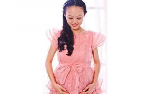 Nữ MC Qiu Yuanyuan. Ảnh: Weibo