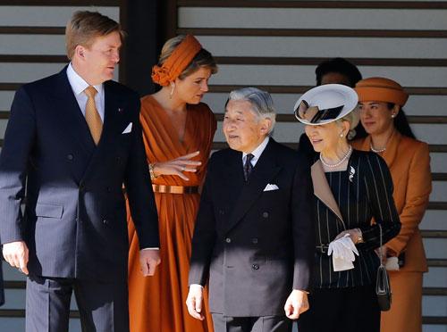 Công nương Nhật Bản Masako (bìa phải) tham dự lễ đón Vua Hà Lan Willem-Alexander hôm 29-10 Ảnh: REUTERS
