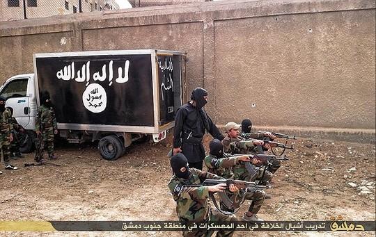 Ngôi trường đào tạo khủng bố dường như mới được IS mở gần thủ đô Damascus. Ảnh: Daily Mail