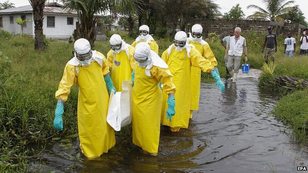 Medical team removes body of Ebola victim in Liberia