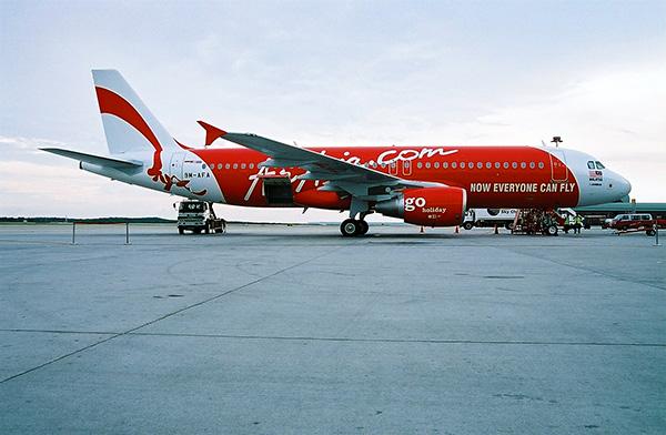 Một chiếc máy bay Airbus A320 của hãng hàng không AirAsia. Ảnh Wikipedia
