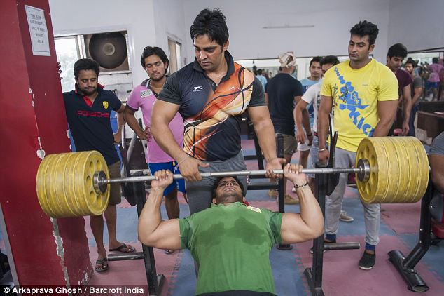 Two bouncers work out in Asolas gym, where they build the muscles that earn them a living in local clubs