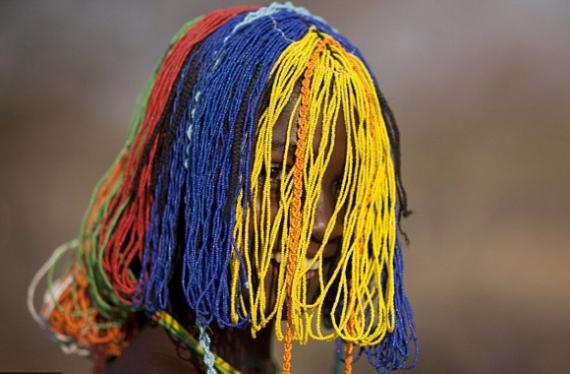 Kỳ lạ: Bộ lạc đổi vợ lấy bò, bện tóc bằng phân