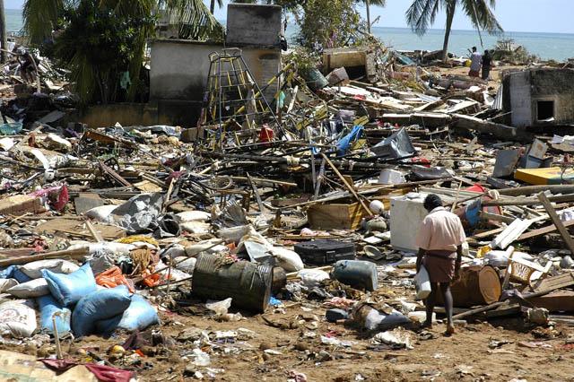 Cảnh tượng đổ nát sau thảm họa ở Sri Lanka.