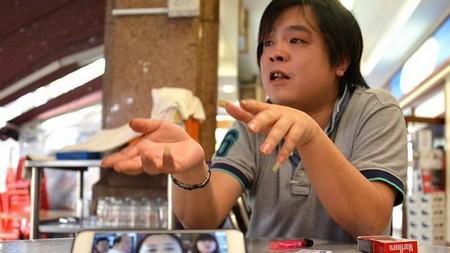 Jover Chew, chủ cửa hàng Mobile Air trong một lần trả lời phỏng vấn trước khi cửa hàng đóng cửa