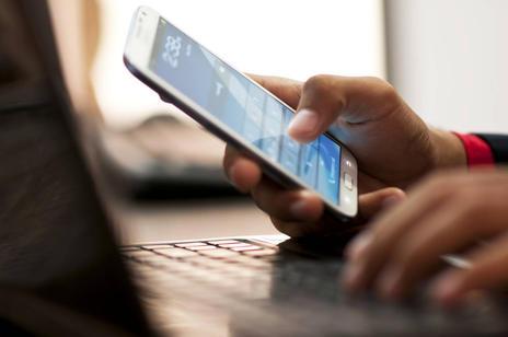 Điện thoại smartphone hiện đại nhưng lại ẩn giấu những nguy cơ không ngờ với sức khỏe