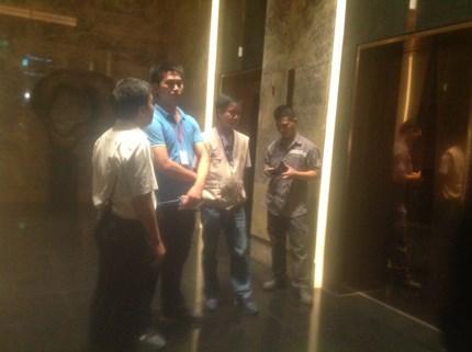 Hoảng loạn vì thang máy rơi tự do ở tòa nhà Lotte Center