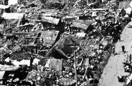 Cảnh tượng tan hoang sau động đất. Ảnh: Blogspot.com