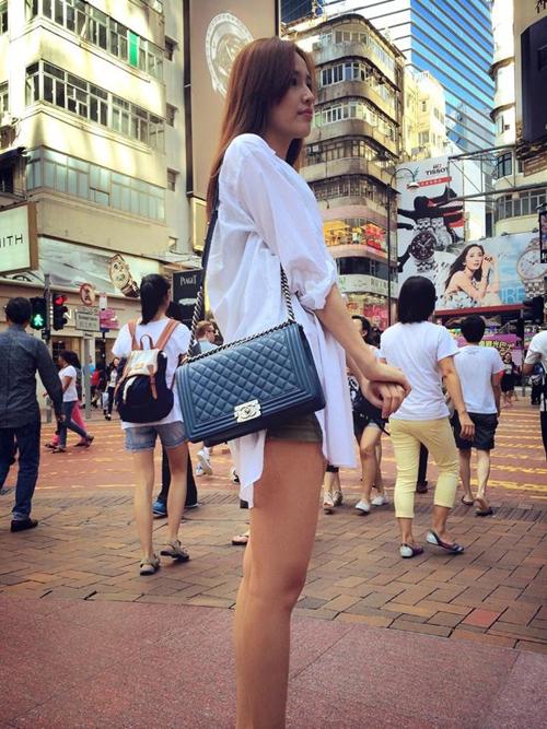 Hoa hậu Mai Phương Thuý cũng là một trong những mỹ nhân showbiz Việt nghiện túi xách hàng hiệu, trong năm 2014 cô cũng sắm cho mình mẫu túi được phái đẹp thế giới săn lùng nhiều nhất.