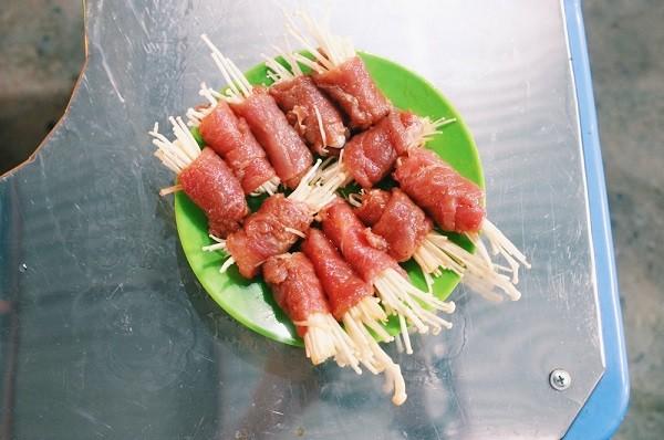 Ngày lạnh xuýt xoa ăn đồ nướng thơm lừng ở 468 phố Xã Đàn 13