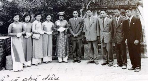 Trang phục của nam giới Hà thành trong đám cưới năm 1954