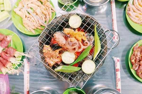 Ngày lạnh xuýt xoa ăn đồ nướng thơm lừng ở 468 phố Xã Đàn 14