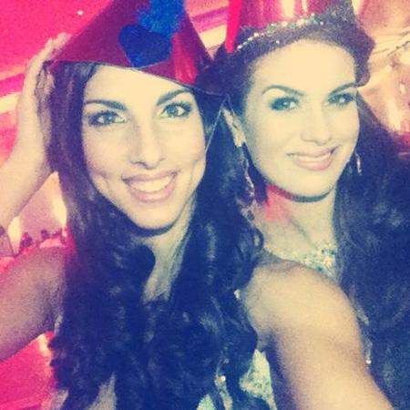 Người đẹp nước chủ nhà Anh thân mật với hoa hậu Gibraltar