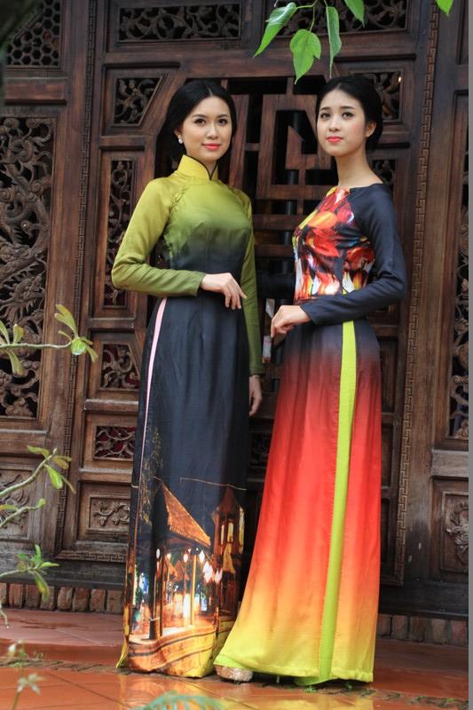 Những tà áo dài - một trong những sản phẩm của làng lụa Hội An. Nơi đây còn có khu nhà truyền thống trưng bày 100 bộ trang phục của 54 dân tộc Việt Nam.