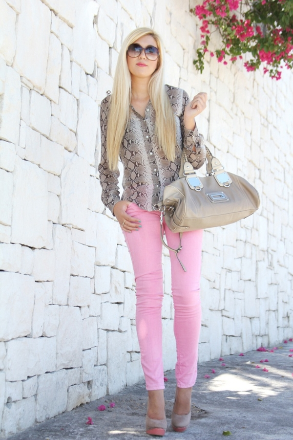 yess I have been trying to figure out how to wear my pink jeans