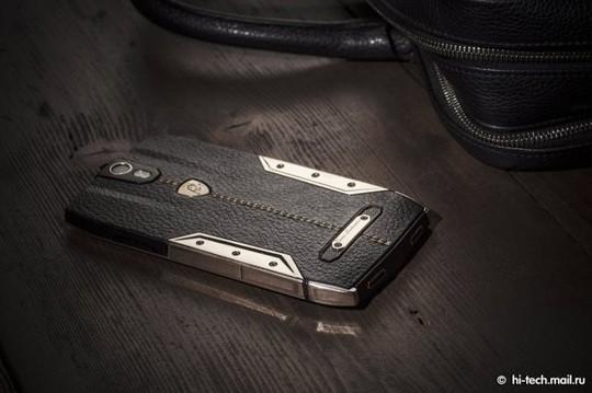 Tauri 88, smartphone siêu sang giá 128 triệu đồng