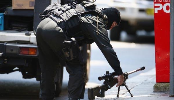 Cảnh sát chuẩn bị sẵn sẵn cho tình huống xấu nhất.
