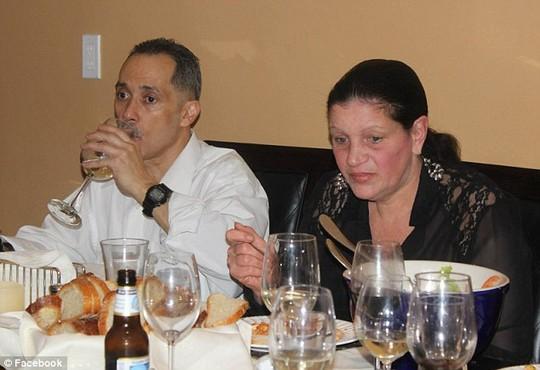Vợ của ông Lopez, Alice (phải), người phụ nữ ông kết hôn khi đang ở tù. Ảnh: Facebook