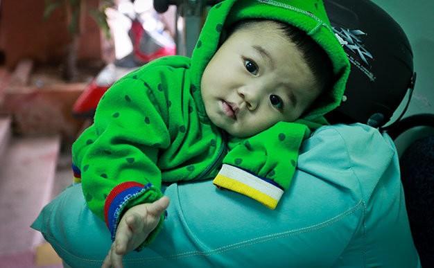 Bé trai 7 tháng tuổi bị mẹ bỏ rơi