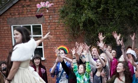 và ngày cưới… chính mình. Ảnh: The Guardian