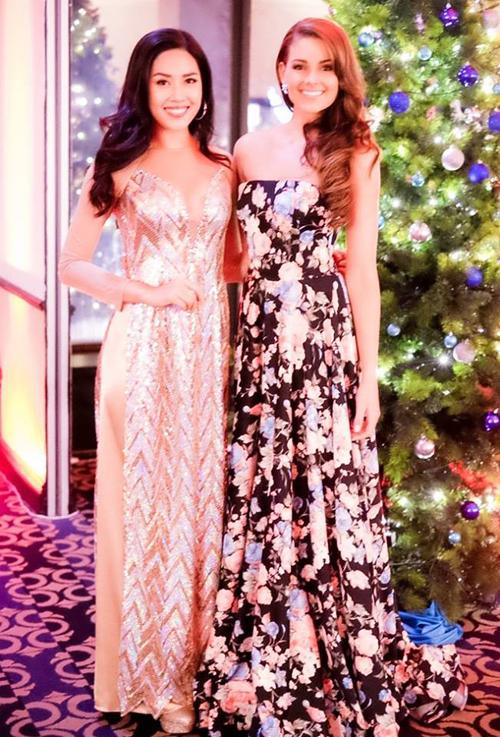 Đại diện Việt Nam và Tân Hoa hậu Thế giới 2014 Rolene Strauss.