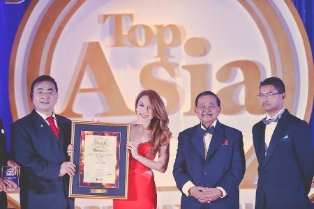 Mỹ Tâm vinh dự nhận giải thưởng từ ban tổ chức