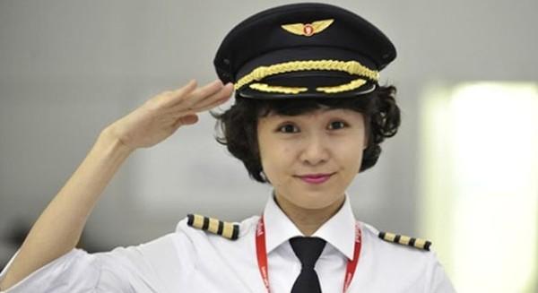 Phút trải lòng của nữ phi công xinh như người mẫu 1