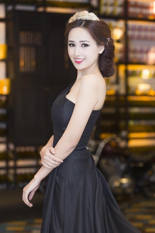 Hoa-hau-Mai-Phuong-Thuy-2-6870-141834892