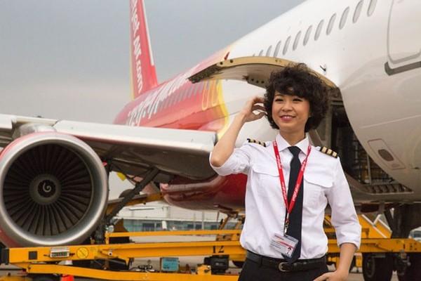 Phút trải lòng của nữ phi công xinh như người mẫu 2
