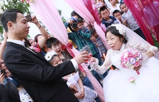 chuyện tình, tình yêu, đám cưới, chồng xấu vợ xinh