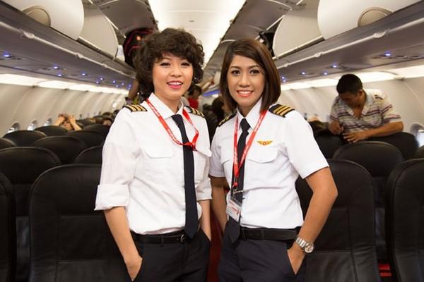 Phút trải lòng của nữ phi công xinh như người mẫu 3