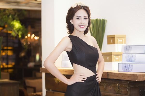 Hoa-hau-Mai-Phuong-Thuy-4-4859-141834892