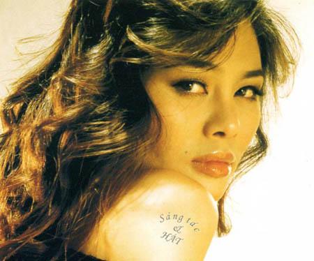 Cách ăn mặc và cặp môi gợi cảm của Ngọc Anh từng khiến nữ ca sĩ hứng đá trong những năm cuối thập niên 90, nhưng đến nay lại quá bình thường.