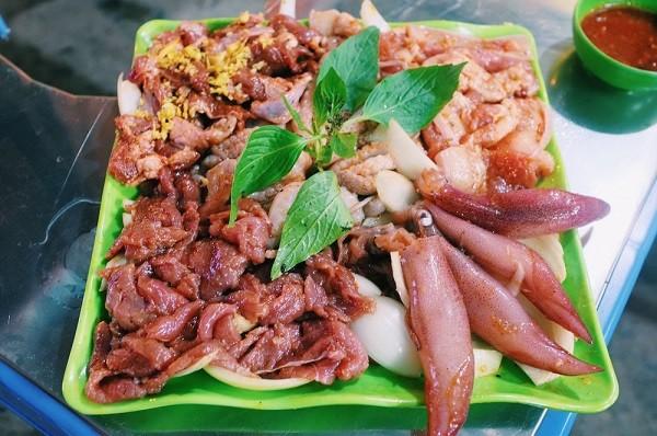 Ngày lạnh xuýt xoa ăn đồ nướng thơm lừng ở 468 phố Xã Đàn 8
