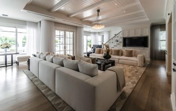 Phòng khách lớn gấp đôi thiết kế cũ