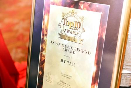 Và chứng nhận giải thưởng Huyền thoại âm nhạc châu Á