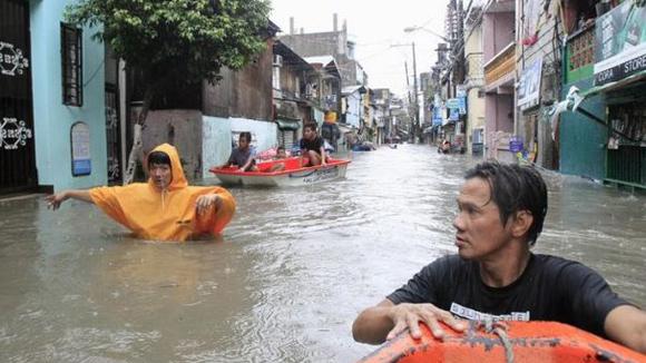 Bão Fung-Wong đổ bộ vào phía bắc Philippines khi người dân nước này còn đang phải vật lộn khắc phục thiệt hại do cơn bão Kalmaegi gây ra hồi tuần trước, làm 8 người chết và hàng nghìn người phải rời bỏ nhà cửa.