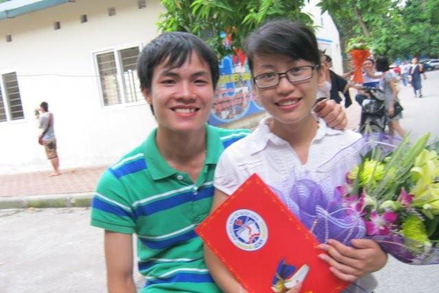Bức ảnh cả hai chụp chung trong ngày lễ tốt nghiệp của Lan luôn được Trình mang theo bên mình (ảnh do nhân vật cung cấp).