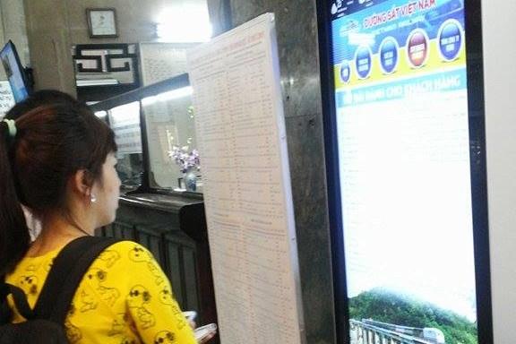 Nhiều hành khách nhầm lẫn thời điểm bán vé tàu Tết Nguyên đán qua mạng. Ảnh:QT