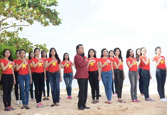 NSƯT Tạ Minh Tâm cùng các thí sinh trong một ca khúc hát về các chiến sĩ Hải quân VN