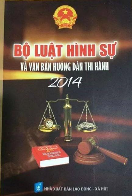 Thêm một cuốn sách Luật của NXB Lao động - Xã hội có ảnh bìa phản cảm khi đưa đồng hồ và tiền vào cán cân công lý.