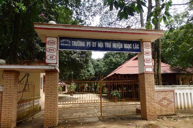 Trường THCS dân tộc nội trú huyện Ngọc Lặc, nơi ông Sinh và ông Xuân công tác