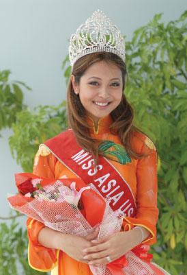 Hoa hậu Jennifer Phạm được đánh giá là người có vẻ đẹp dịu dàng, thuần khiết nhất, nhưng ban đầu, vẻ đẹp của cô cũng rất khiêm tốn