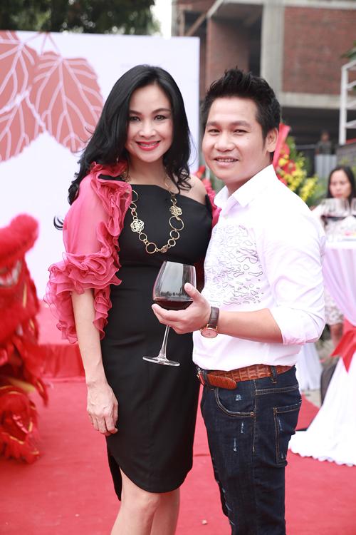 Diva Thanh Lam đến chúc mừng đồng nghiệp bén duyên với lĩnh vực mới