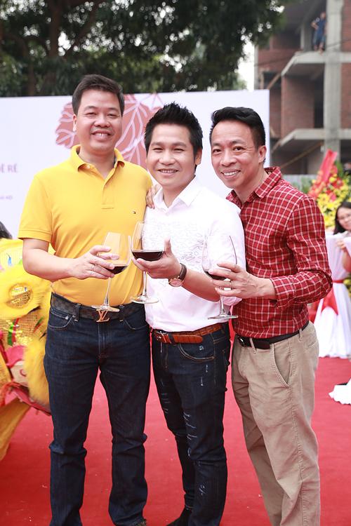 Không thể thiếu người bạn, người anh thân thiết Đăng Dương, Việt Hoàn- thành viên tam ca nhạc đỏ đình đám với Trọng Tấn một thời