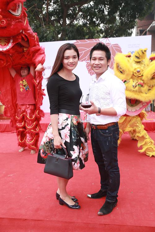 Ca sĩ Phương Thảo xinh tươi đến tham dự lễ khai trương