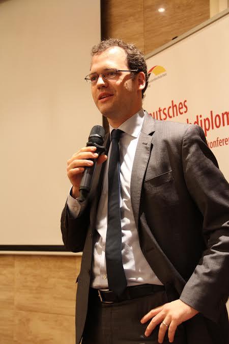 Ông Jonas Koll, tùy viên Văn hóa -Báo chí của ĐSQ Đức phát biểu khai mạc hội thảo