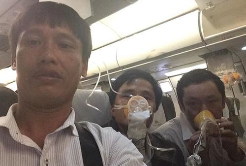 Hình ảnh trên Facebook của hàng khách đi chuyến bay gặp sự cố. Ảnh: VnExpress