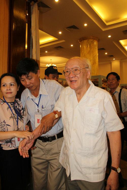 Nhà văn Vũ Tú Nam (nguyên Tổng Thư ký Hội Nhà văn VN)